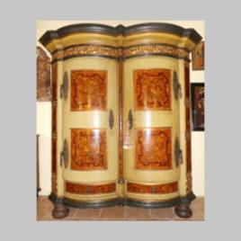 2-türige Hallenschrank in Zierbe, reichhaltig intarsiert