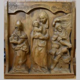 Heiligengruppe mit Kerbschnitzmotiven
