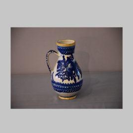 Keramikkrug mit blauem Dekor