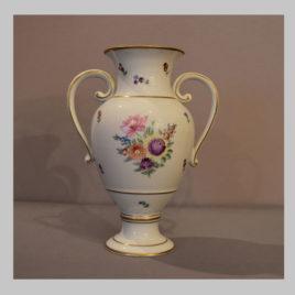 Handbemalte Henkelvase mit floralem Dekor