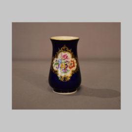 Blaue Vase mit Blumenbukett, Meißen